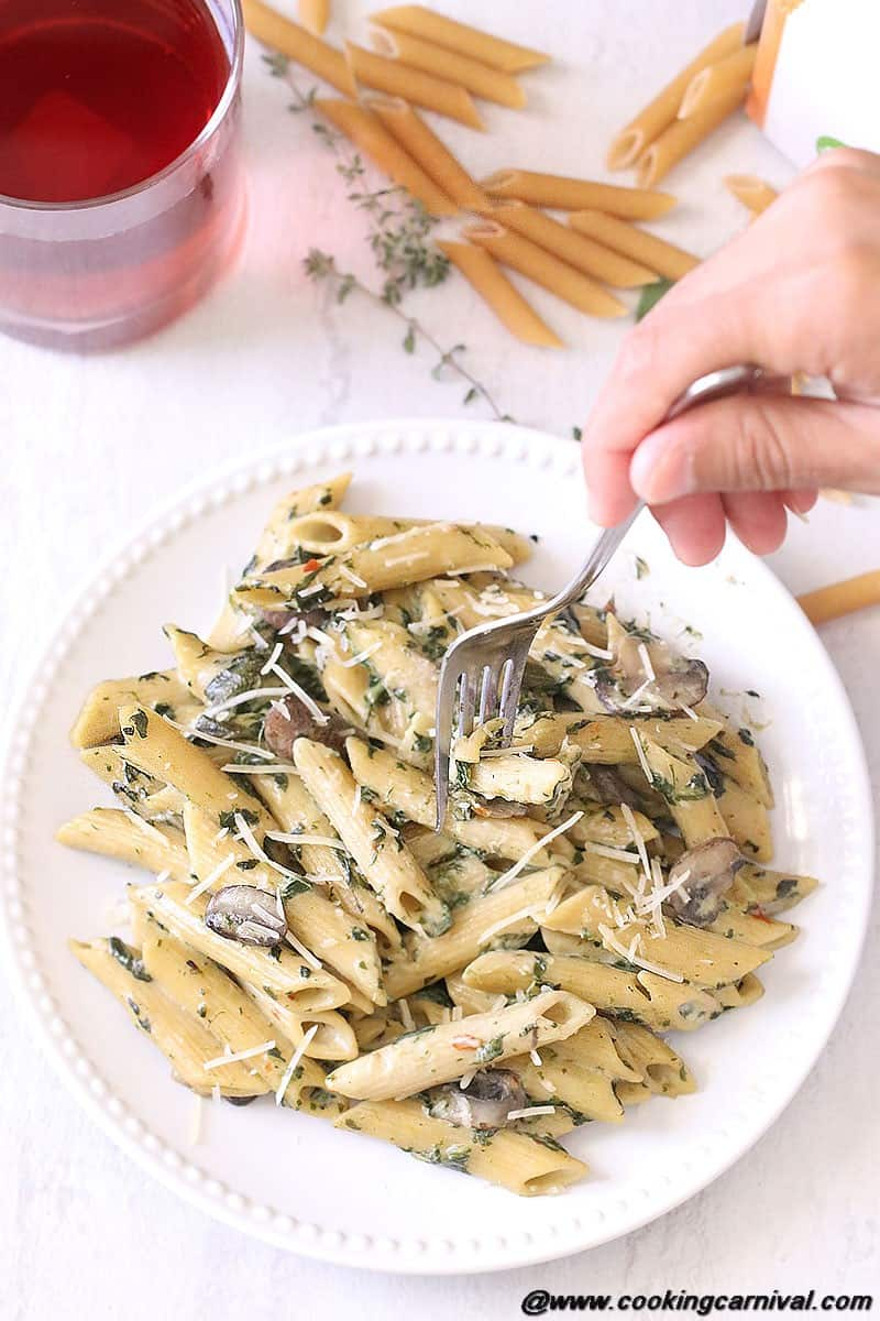One Pot Creamy Mushroom And Spinach Pasta