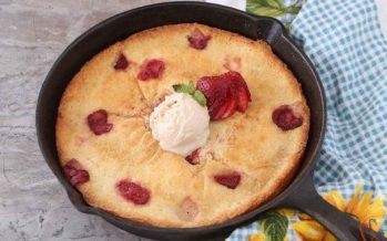 Easy Strawberry Cobbler Recipe | Skillet Strawberry Cobbler