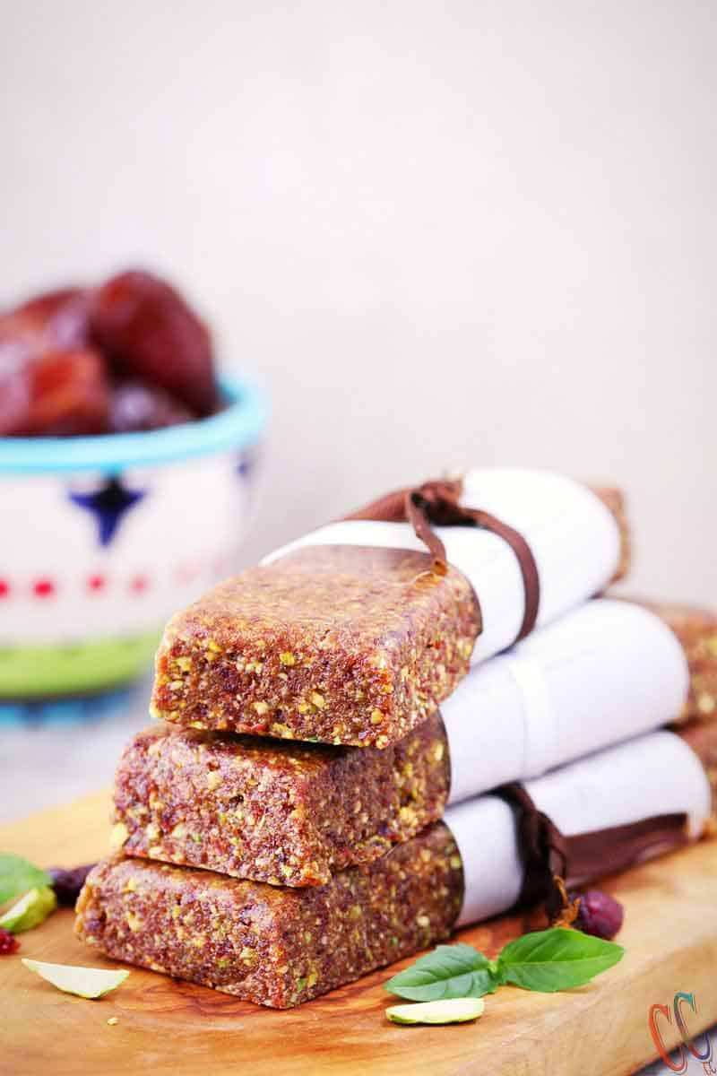 energy bar recipes / date energy bars / healthy energy bar recipe / how to make energy bars / raw energy bars / best energy bar / the energy bar / energy bars recipe / no bake homemade energy bar recipes