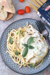 Alfredo broccoli pasta