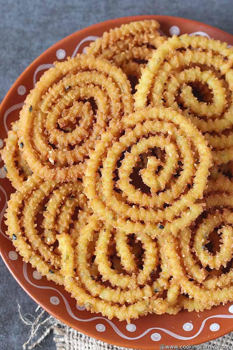 Chakri in a brown pate