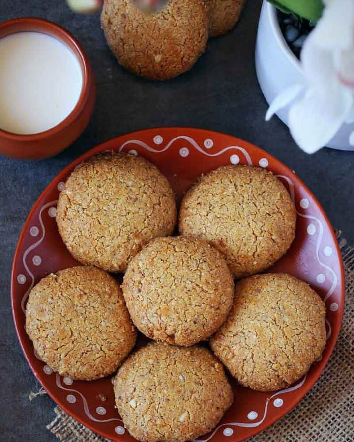 6 Oats whole wheat flour cookies in a plate with milk on the side.