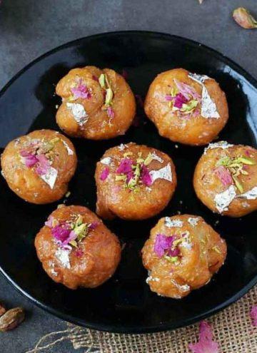balushahi in a plate