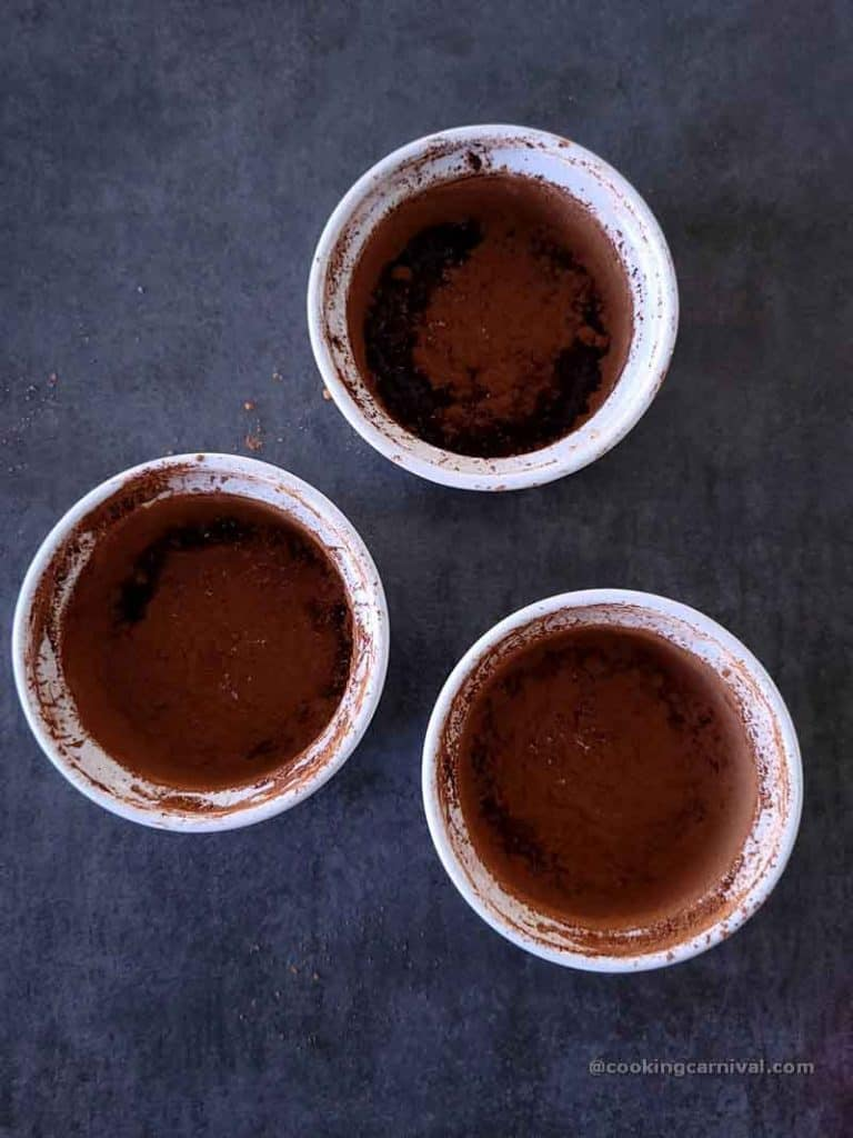 Cocoa powder dusted containers for lava cake